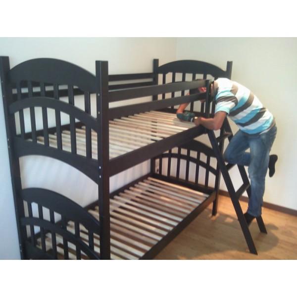 Дерев'яні двоярусні ліжка